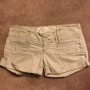 Hollister beige color cargo shorts
